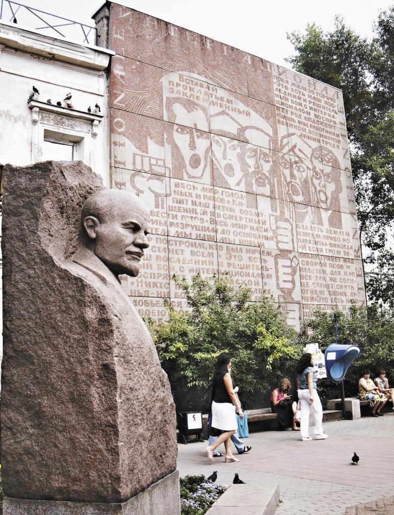 Советское прошлое чувствуется не только в топонимике, но и в оформлении улиц. Иркутская область