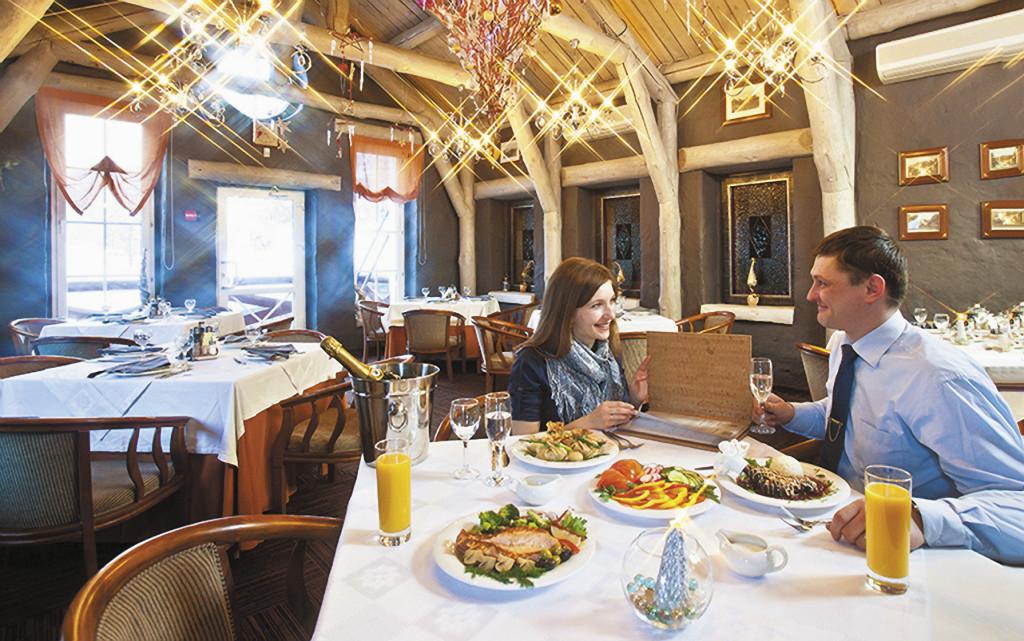 Посетителей в ресторанах Белокурихи всегда хватает, а цены здесь ниже московских. Алтайский край