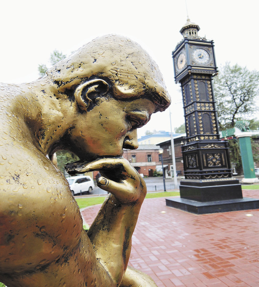 Любопытный образец жанра городской скульп-туры... Иркутская область