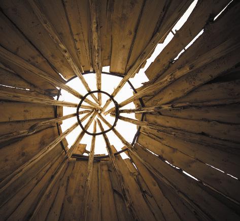 Традиционное для кумандинцев жилище - островерхий конус-аил, покрытый лиственничной корой, с очагом в центре.Алтайский край