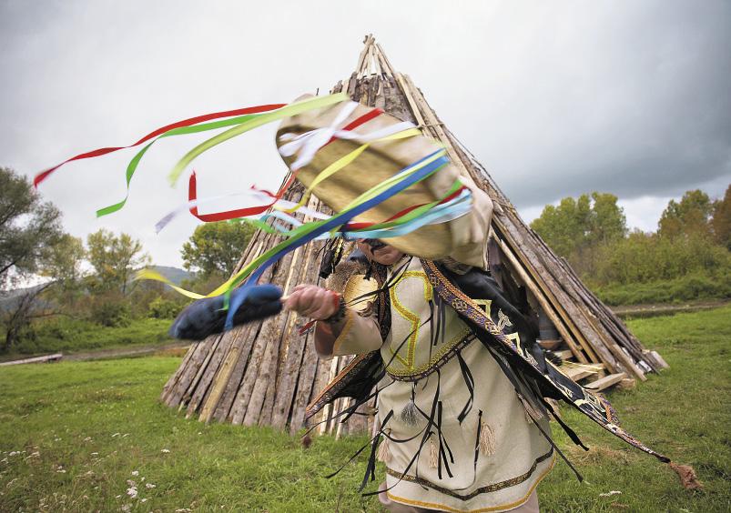 Но сегодня большинство шаманов - это нанятые актеры. Алтайский край
