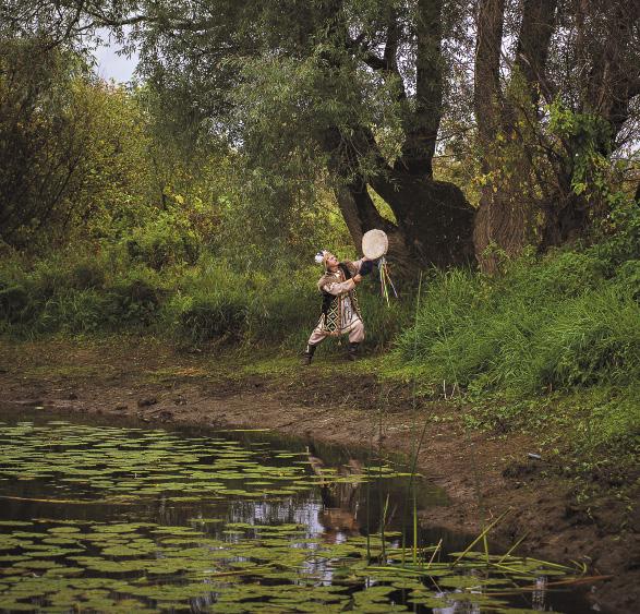 Местные шаманы-камы общались с духами, знали свойства лекарственных трав и владели секретами массажа...Алтайский край