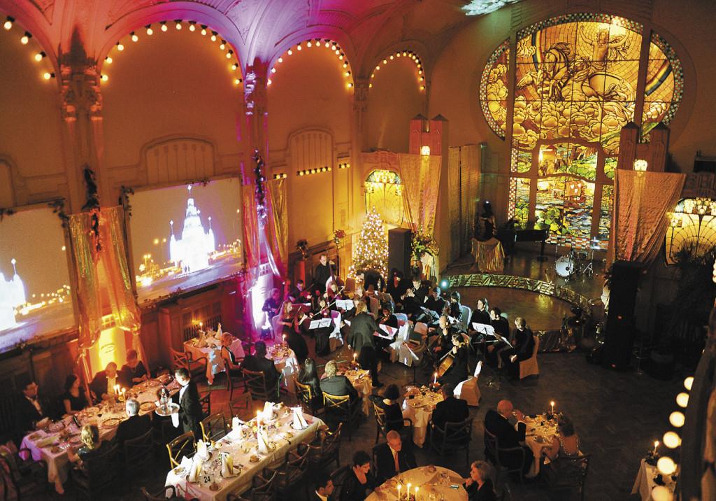 В новогоднюю ночь ресторан «Европа» превращается в театр оперы и балета. Санкт-Петербург