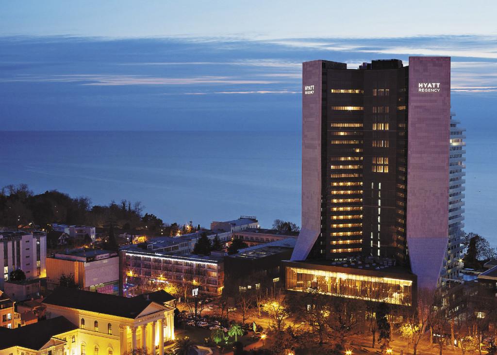 Величественное расположение отеля – в сотне метров от моря и в 40 минутах от горнолыжных трасс «Красной Поляны» – его неоспоримое преимущество! Краснодарский край