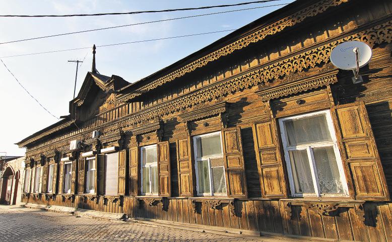 Фасады некоторых деревянных домов – шедевры декоративно-прикладного искусства. Иркутская область