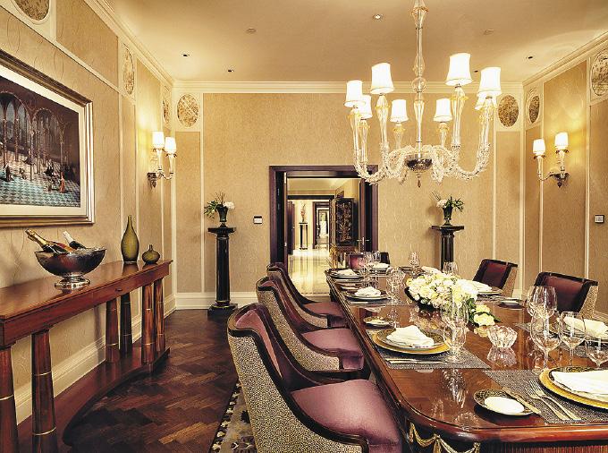 В столовой Президентских апартаментов можно провести частный ужин на 10 персон.. Санкт-Петербург