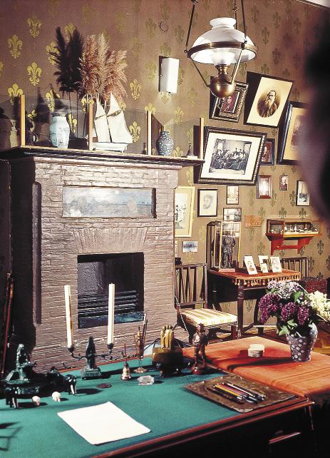 Рабочий кабинет Чехова в Доме-музее писателя в Ялте. Республика Крмы