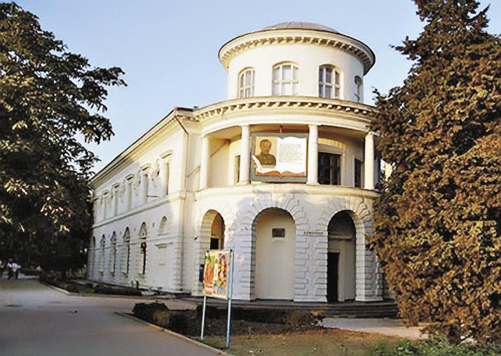 Еще одна достопримечательность города-героя - Центральная библиотека имени Льва Толстого. Республика Крым