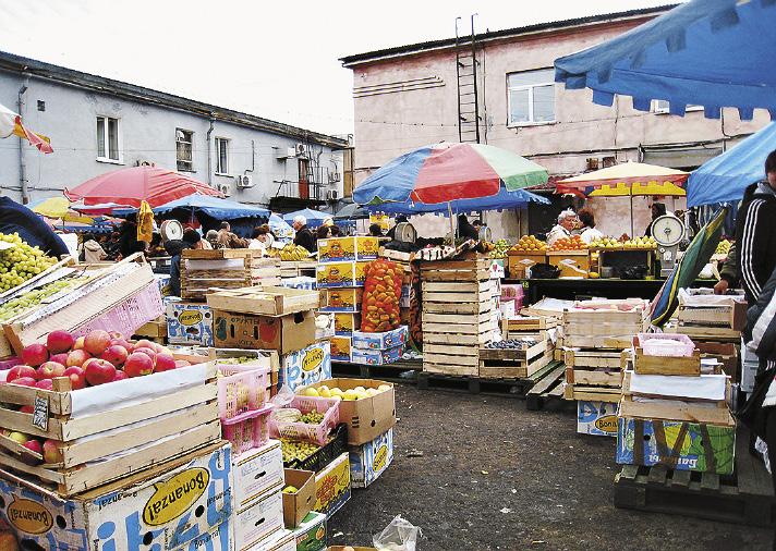 Торговля на улицах Иркутска ведется с азиатским размахом. Иркутская область