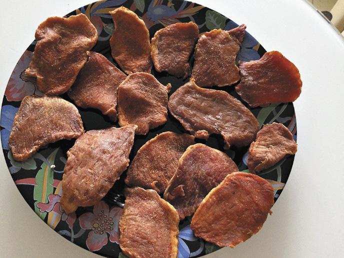 Почти все санатории предлагают в меню блюда из экологически чистых продуктов. Особым спросом пользуется мясо марала. Алтайский край