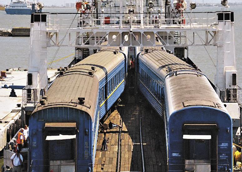 Между прочим, через Керченскую переправу возобновилось движение поездов. Правда, пока такой поезд – всего один. Республика Крым