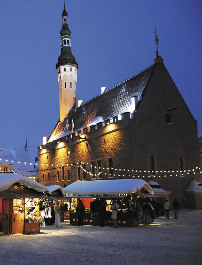 Ратушная площадь испокон веков была центром городской жизни. На ней и устраивают рождественскую ярмарку.