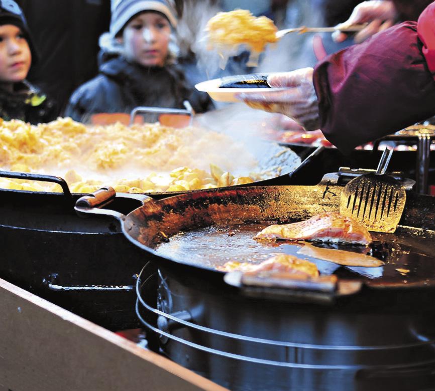 Местная кухня впитала в себя лучшие черты немецкой и русской и добавила к ним рыбную «изюминку». Попробовать многие блюда можно прямо на рождественской ярмарке в центре города.