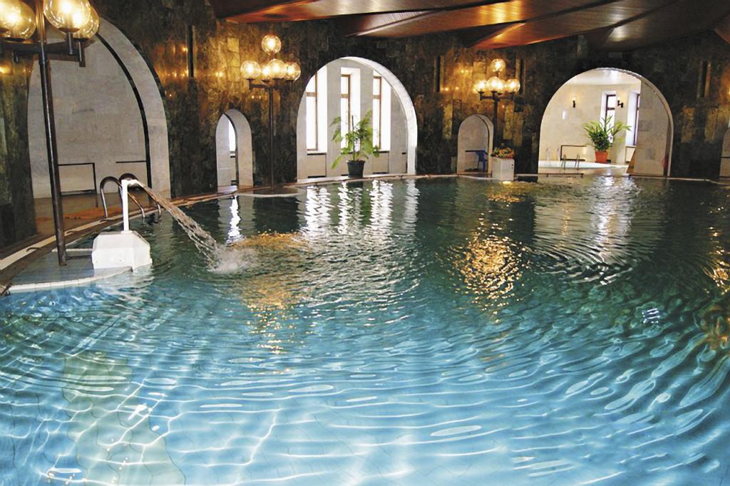 Бассейн в санатории «Решма»:  водные процедуры подтягивают тело и успокаивают нервы.