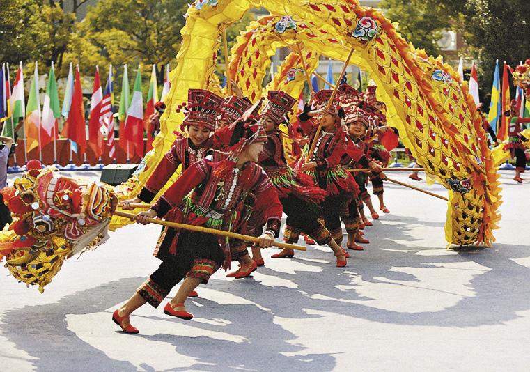 Читинцы заняли третье место на всемирном конкурсе «Мост китайского языка». Танец для «бронзовых призеров».