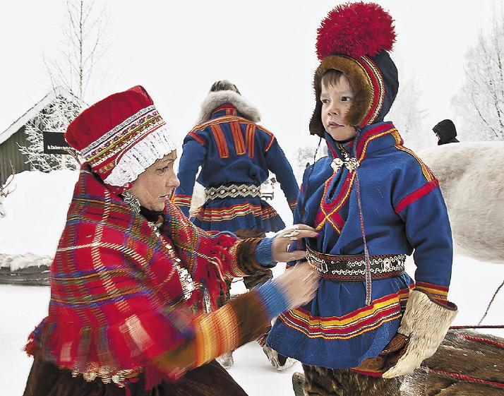 У саамов есть собственный национальный костюм – гакти, гакты или кафты, который они надевают по особым случаям.