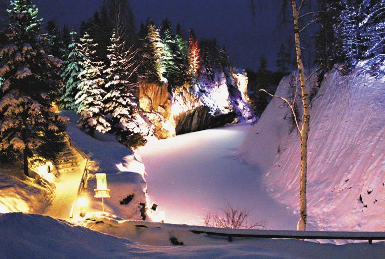 Карелия. Горный парк Рускеала зимой.