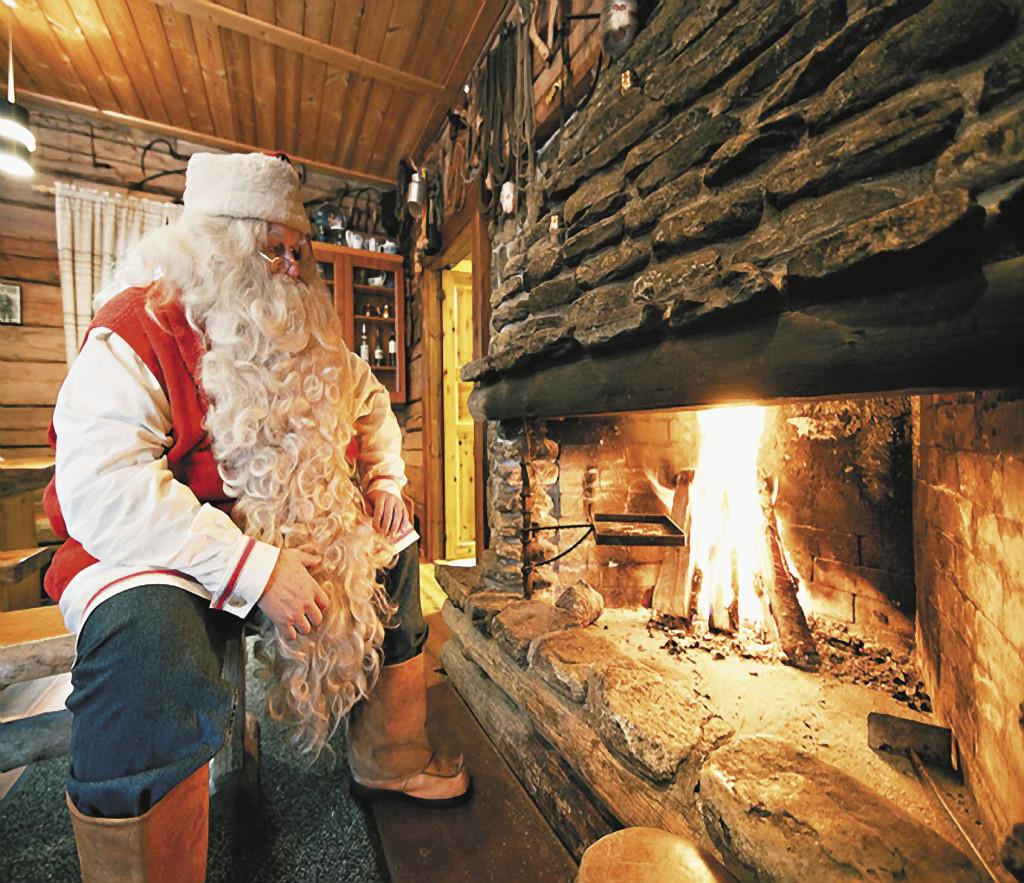 Мурманск. Саамский Дед Мороз не прочь полакомиться олениной.
