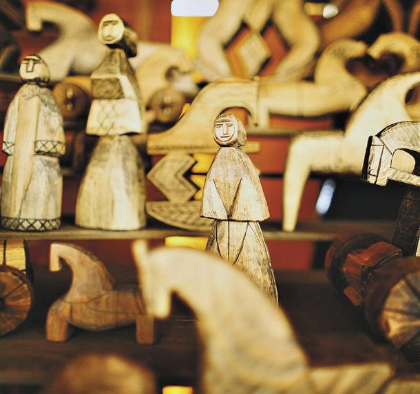 На фестивале «Голос ремесел»: фигурки в традициях народного прикладного искусства.