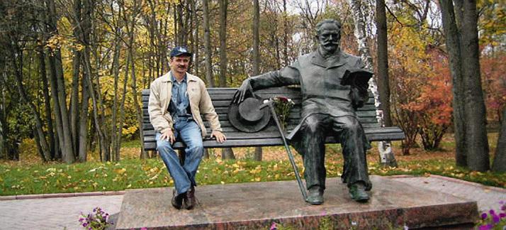 У памятника П.И. Чайковскому.
