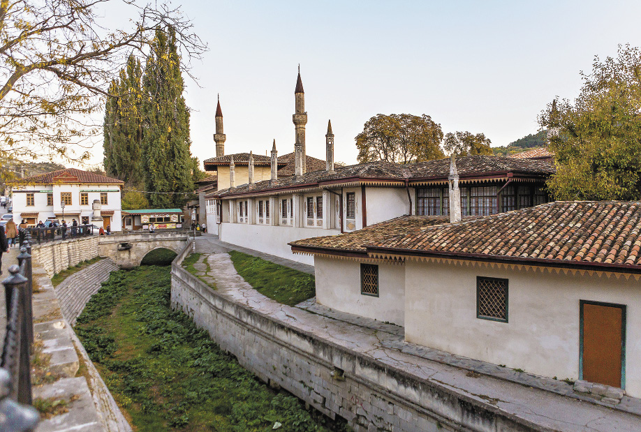 Когда-то в Бахчисарае стояло 33 мечети.