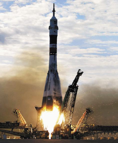 Старт космического корабля серии «Союз» с космодрома Байконур.