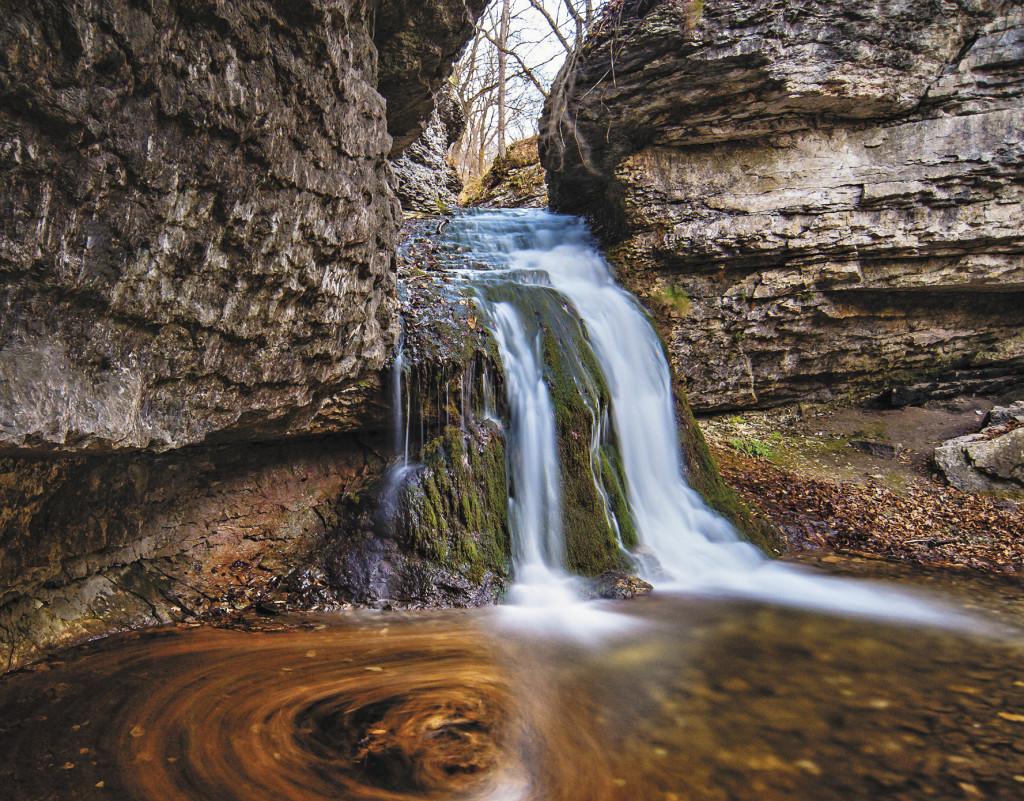 Водопад в Долине очарования притягивает тысячи туристов.