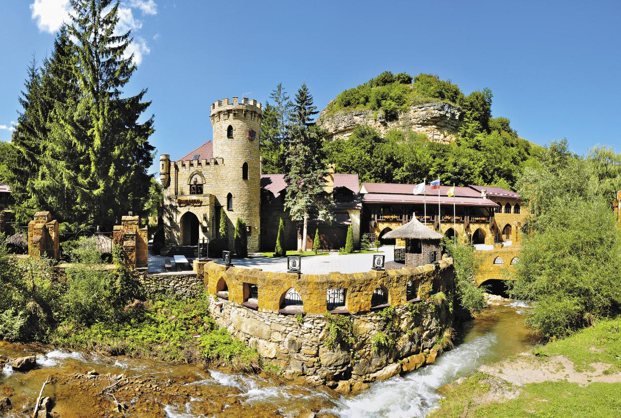 С этой крепостью под Кисловодском, которую называют «Замком коварства и любви», связывают множество легенд.