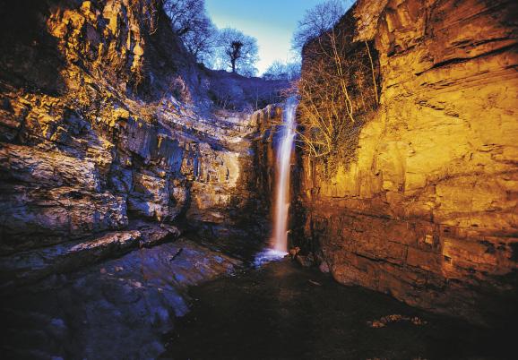 Где еще встретишь водопад прямо в столице?