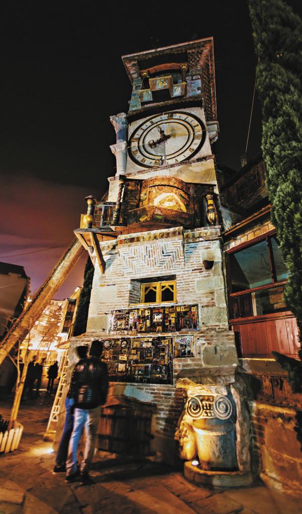 Часы Резо Габриадзе, автора сценария более чем 30 фильмов, среди которых «Не горюй!», «Мимино» и «Кин-дза-дза». Башня эта как будто вобрала в себя и кривые улочки Старого Тбилиси, и неровные уступы старого города, и асимметрию византийских храмов.   «Каждый час открывается дверка под крышей, играет музыка, выходит золотокрылый ангел, стучит молоточком в колокольчик и уходит, похлопав огромными крыльями. А раз в сутки, в 12.00, открывается железный разрисованный занавес маленького театрика, и под чудесную грузинскую народную песенку перед нами проходит жизнь человека. Несколько сцен: он и она молодые... они же чуть старше... и уже с коляской... старички... две могилки... и снова молодая веселая пара.
