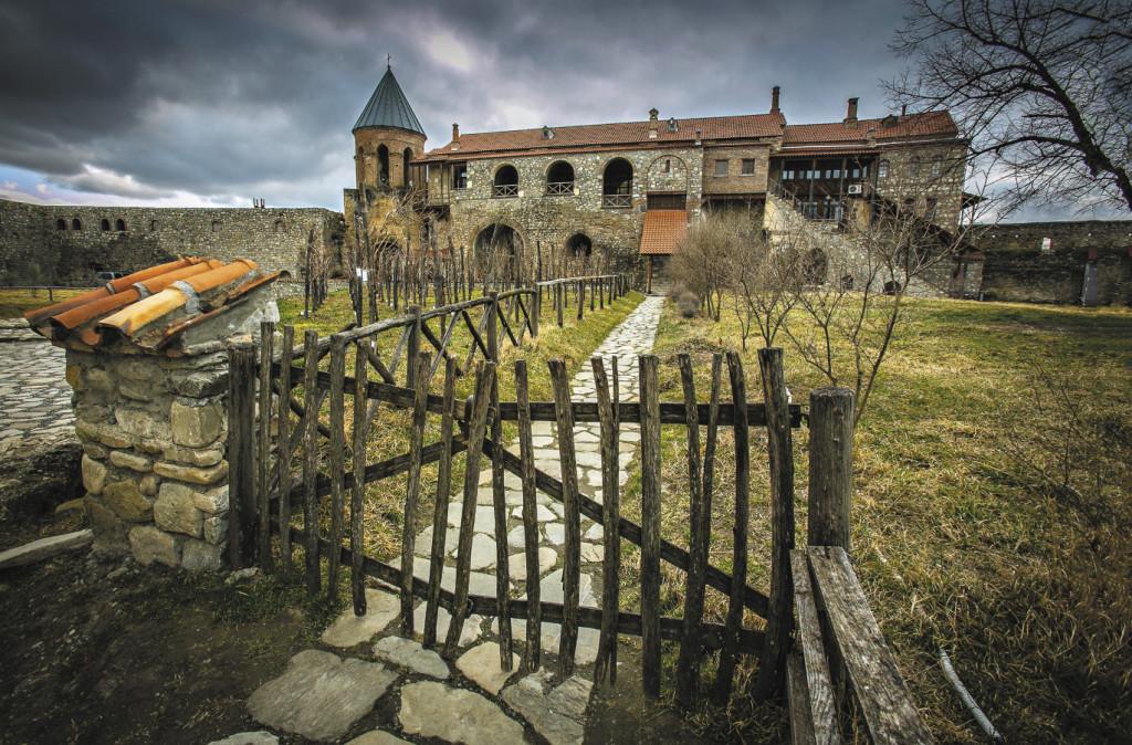 Монастырский комплекс Алаверди – культовая архитектурная достопримечательность Грузии. Он состоит из нескольких церквей и храмов, главнейшая из них – церковь Святого Георгия – считается второй по высоте в стране.