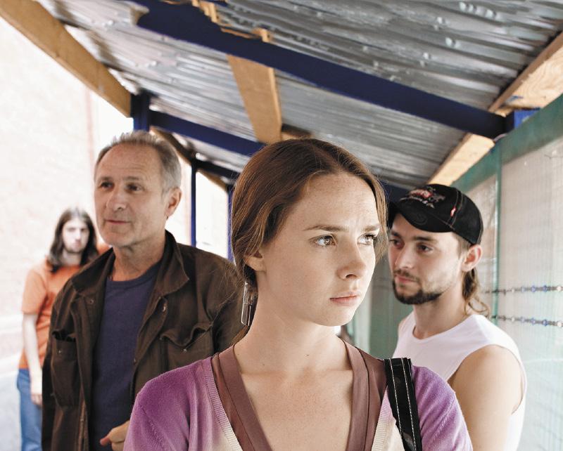 Во время съемок фильма «Девочка» Елене пришлось детально изучить жизнь наркоманов.