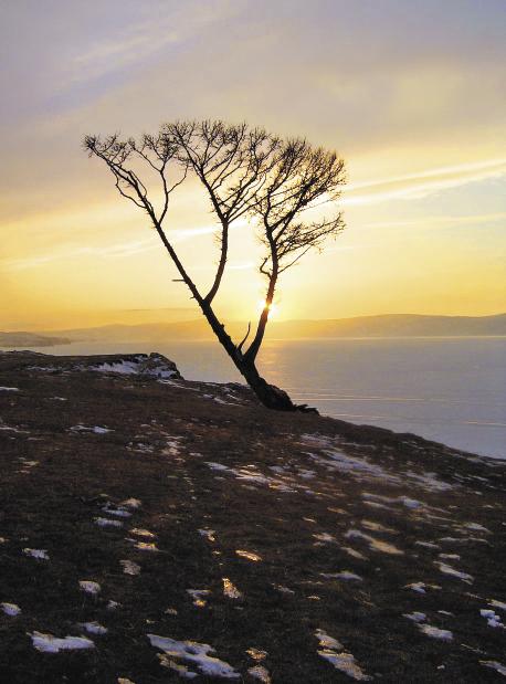 Закат на острове Ольхон поражает своей красотой и величием.