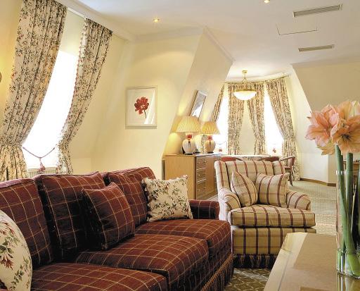 Номер состоит из двух спален и гостиной.
