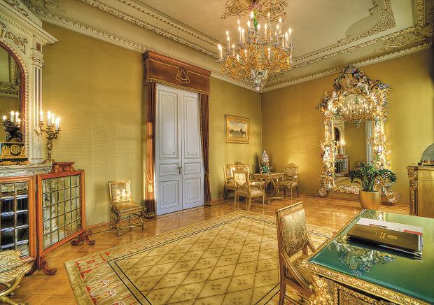 Президентский Люкс №101  («Гостиная Людовика XVI»).