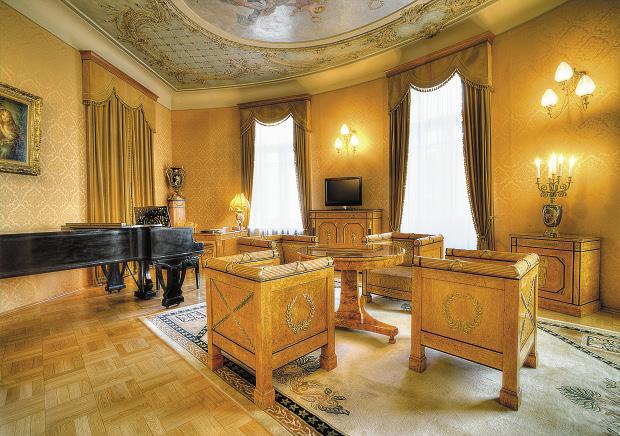 Президентский Люкс №115 («Гостиная Людовика XVI»).