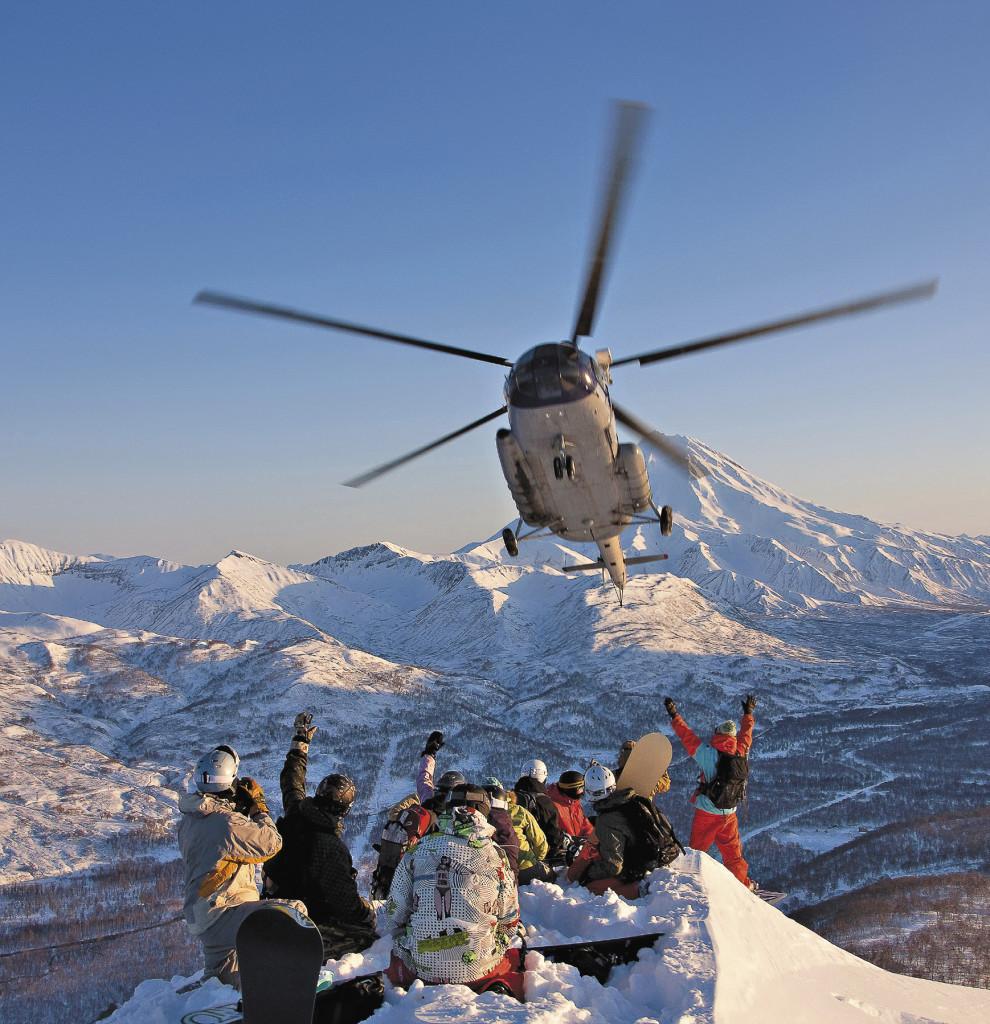 Хели-ски на Камчатке открывает много возможностей по сравнению с традиционным горнолыжным спортом или бэккантри