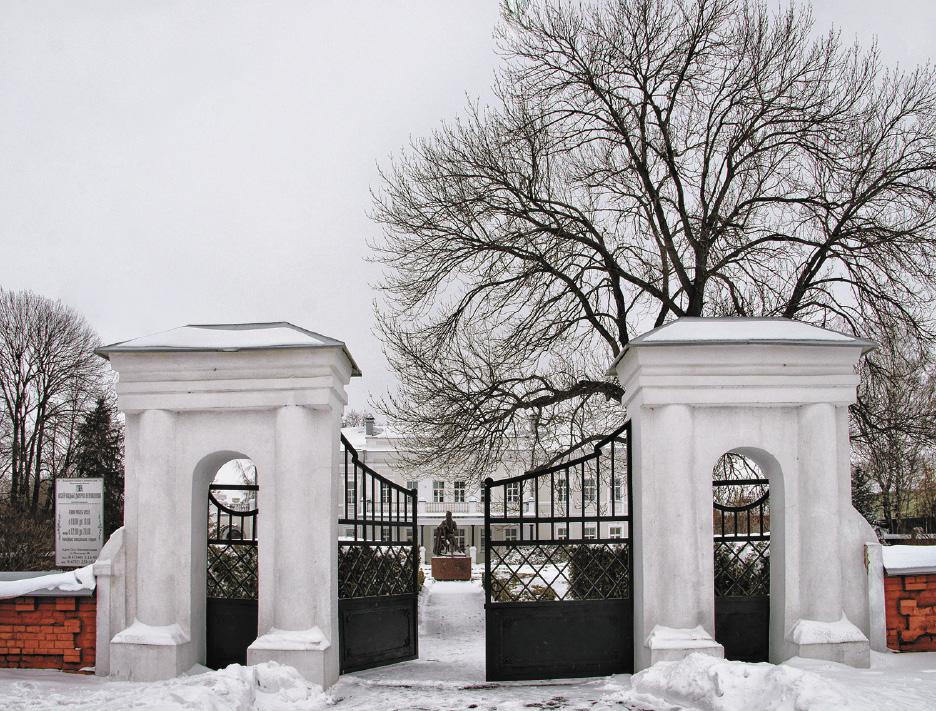 Когда-то через эти ворота в усадьбу Веневитиновых проезжали богатые экипажи.
