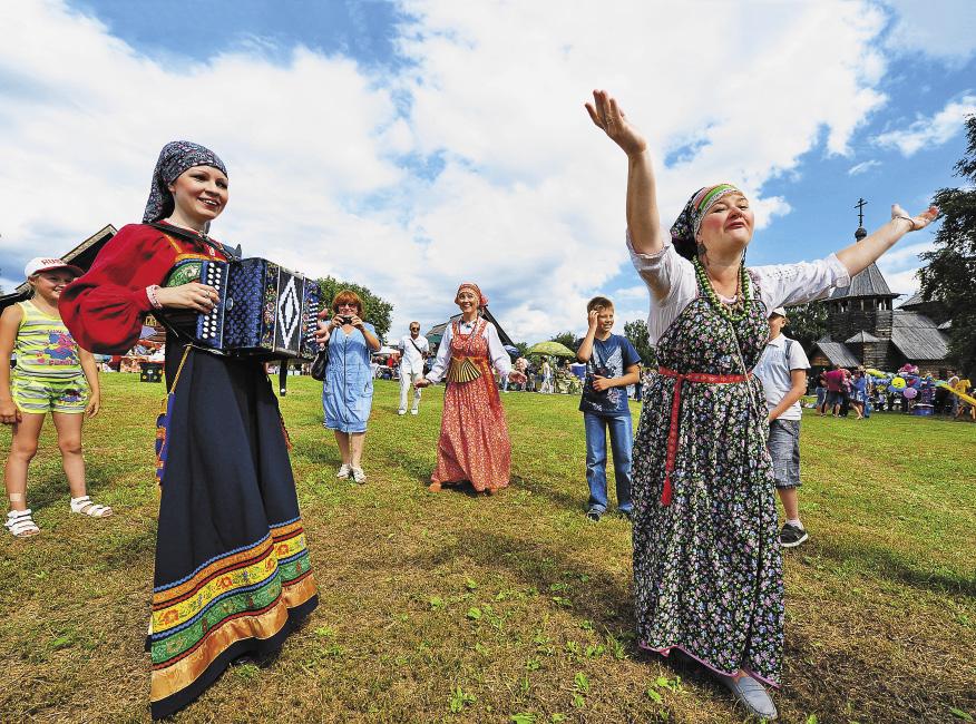 Суздаль: во время традиционного «Праздника огурца» веселье льется рекой!