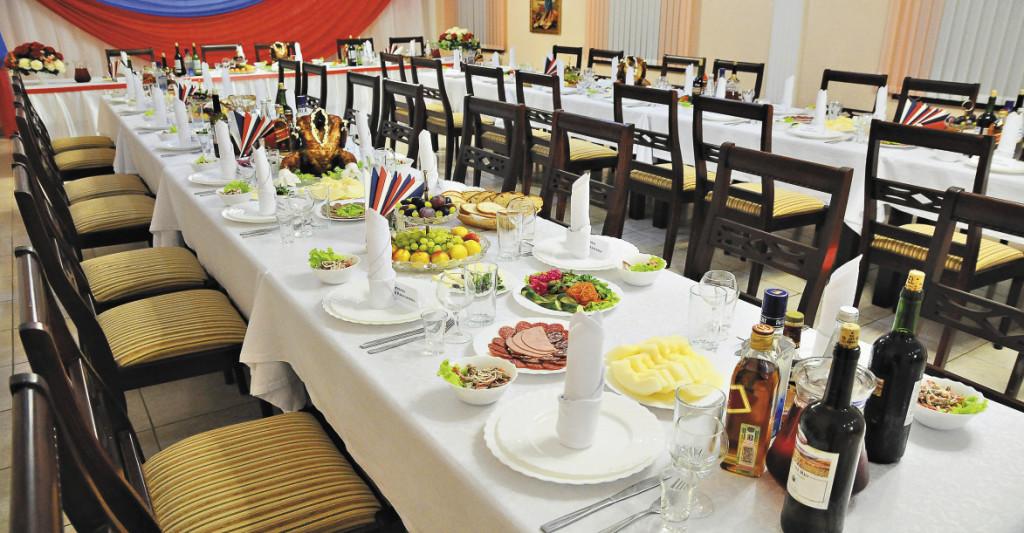 Зал для торжеств на 70 человек всегда готов к приему гостей.