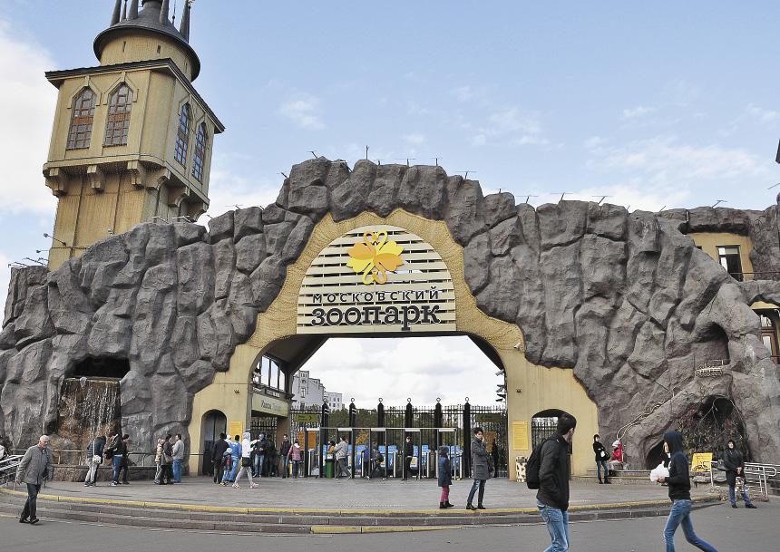 Когда-то расположенный на окраине города, зоопарк оказался в наши дни в центре Москвы.