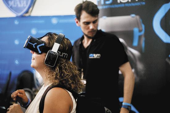 «Виртуальные» очки позволяли окунуться в другую реальность.