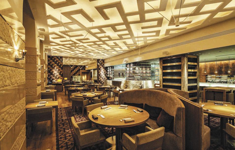 Ресторан AZIA. Интерьер ресторана разработан компанией Super Potato, японским архитектурно-дизайнерским бюро с 40-летней историей.