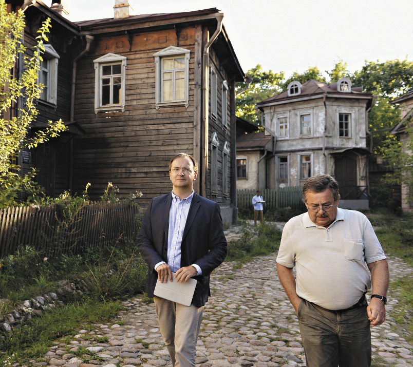 Владимир Мединский осматривает съемочный павильон киноконцерна «Мосфильм».