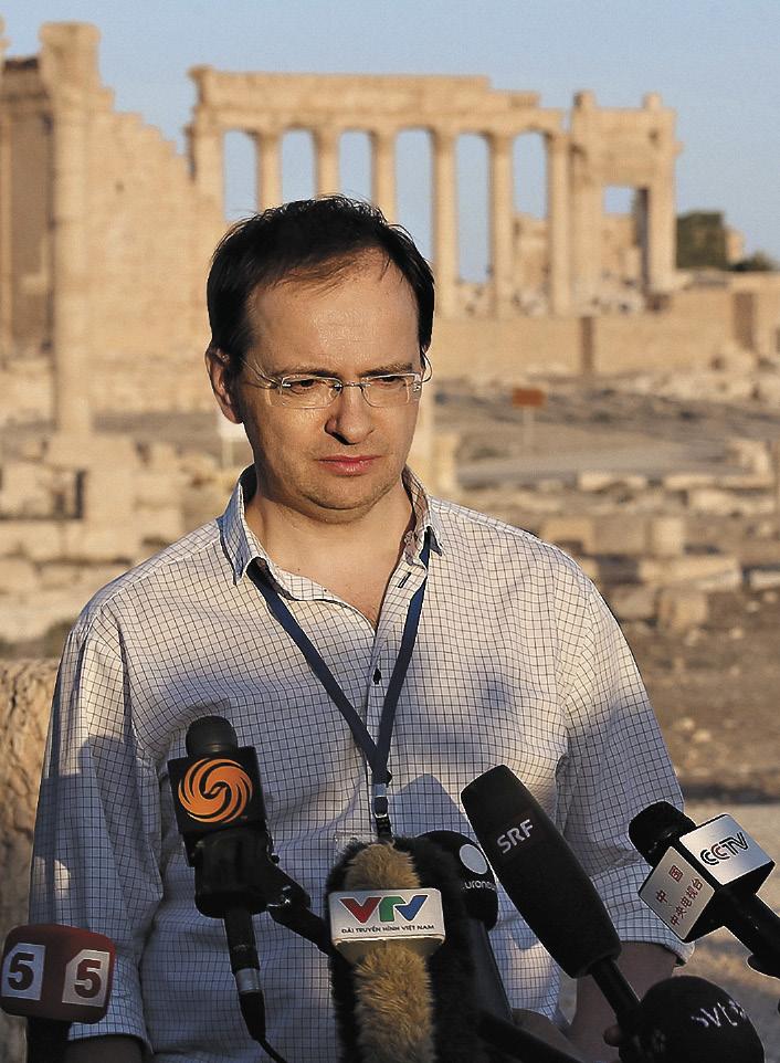 Сирия, Пальмира, 6 мая 2016 г. Владимир Мединский общается с прессой после концерта симфонического оркестра Мариинского театра под управлением Валерия Гергиева на площадке Римского амфитеатра.