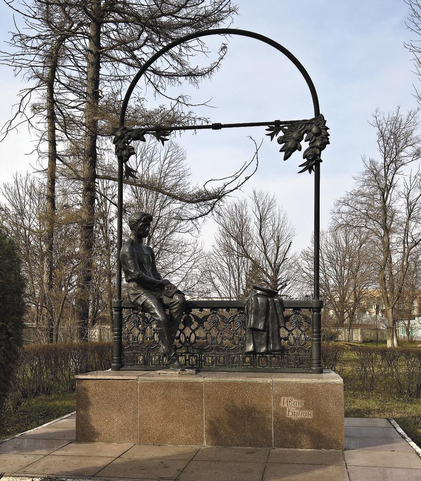 Памятник «Гимназист Иван Бунин» на центральной аллее городского парка в Ельце.