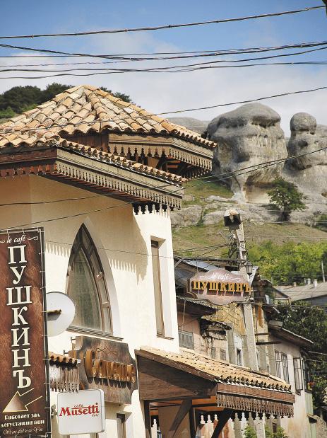 В стране недостаточно бюджетных отелей, ориентированных на туриста среднего класса.