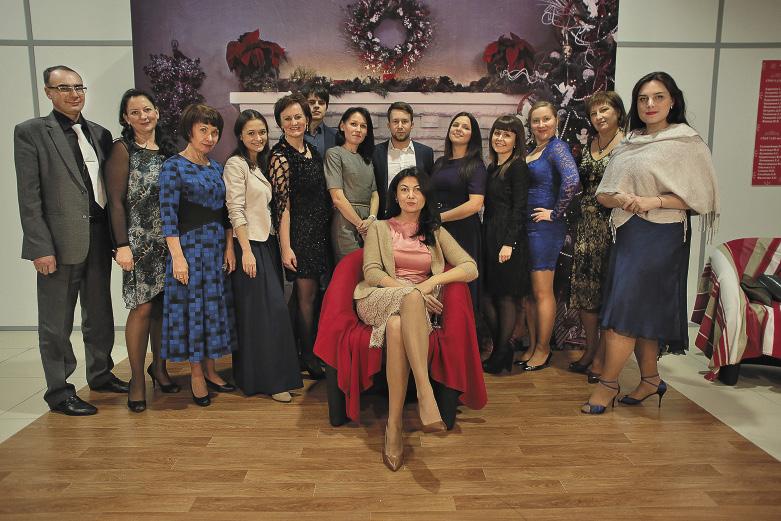 Красавица Эльмира Туканова из Екатеринбурга (на фото в центре) начинала свою карьеру экскурсоводом.