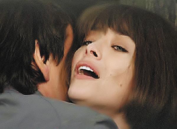 В роли элитной проститутки в картине «Вдох-выдох».