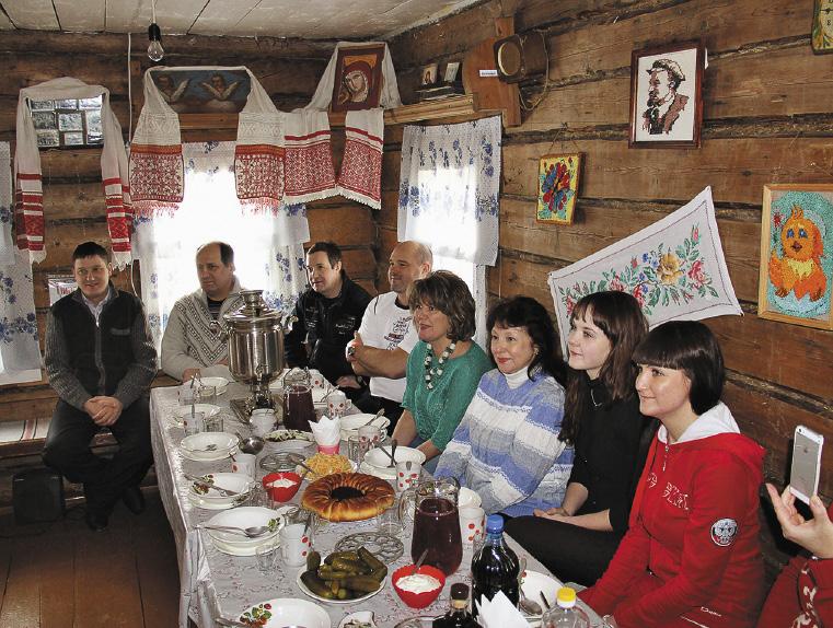 В усадьбе кузнеца Ломоноса, что в деревне Орлово, постоянно устраиваются торжества в старинном русском стиле.